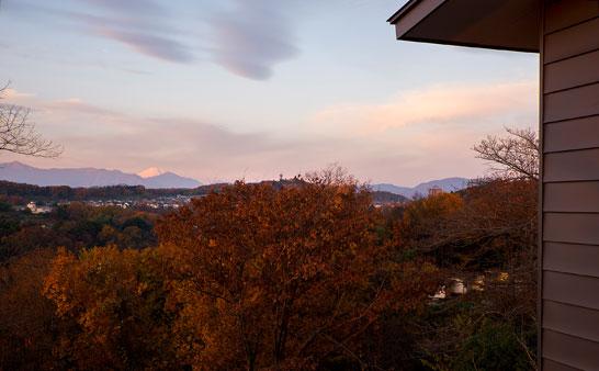 空気が澄んだ日には遠くに富士山も見える。