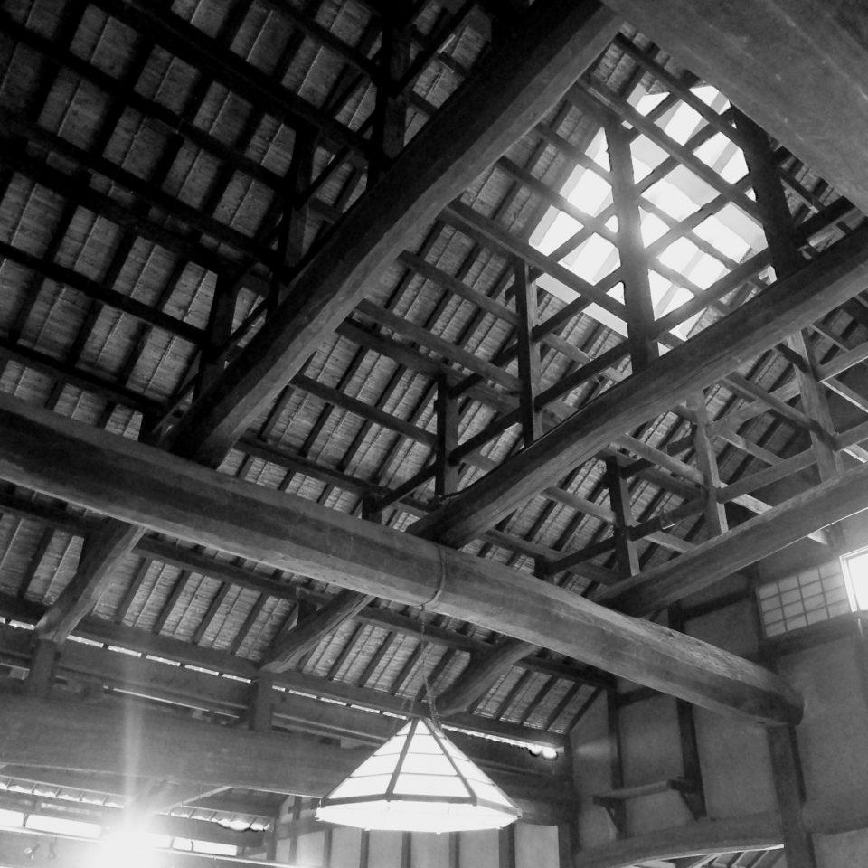 伊丹市岡田家。日本最古の酒蔵の小屋組