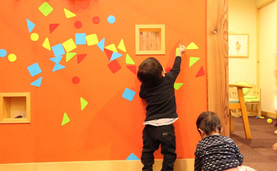 子どもたちの自由な発想を伸ばす工夫が園内の各所に施されている。