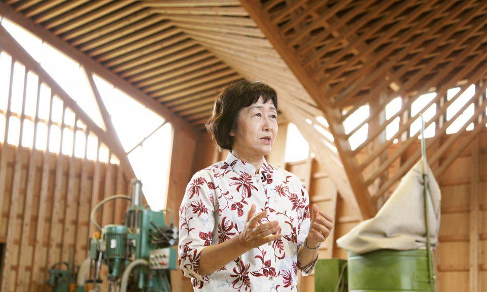 木造の加工場の計画を振り返る設計者の三澤文子さん