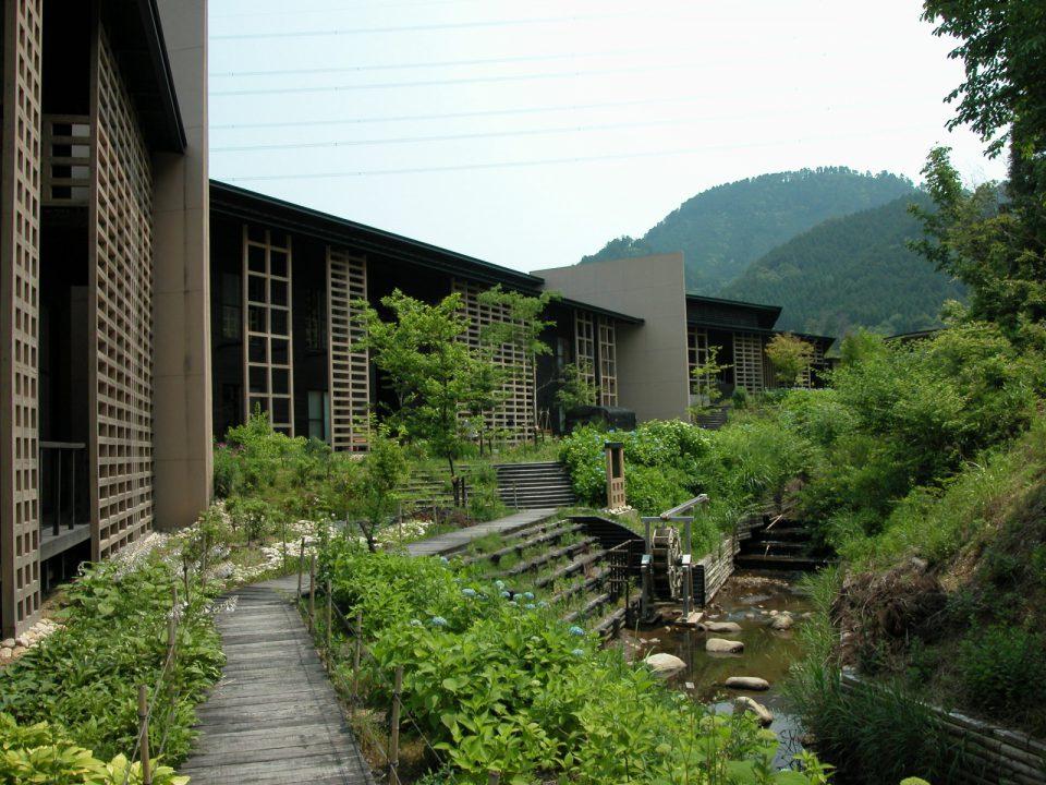 岐阜森林アカデミー竣工当時 面格子を構造壁としている