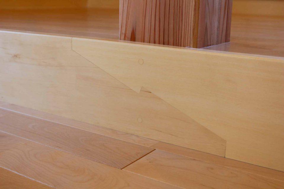 ランチルーム小上がりの框 大工さんが提案し施工した継手