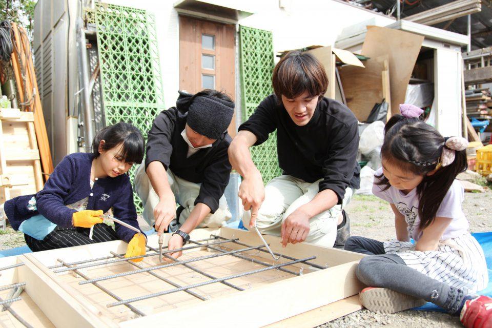 相羽建設の若手の社員大工。普段は現場の親方のもとで修行し、手仕事体験イベントでは参加する子ども達にものづくりの楽しさを伝えている。