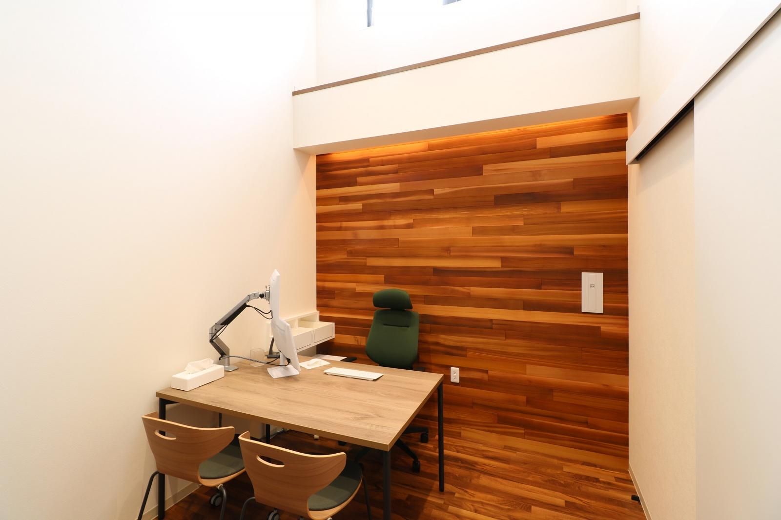 天井を高く設定した診察室