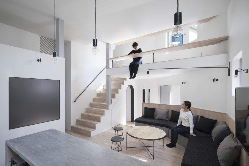 大阪のシェアハウス「ZEZE OSAKA」。狭小地での建築プロジェクトでありながら、設計や空間デザインを工夫し、豊かな暮らしの場を実現。高い入居率を実現しています。